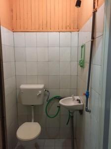 Mahseer Chalet Dorm Bathroom